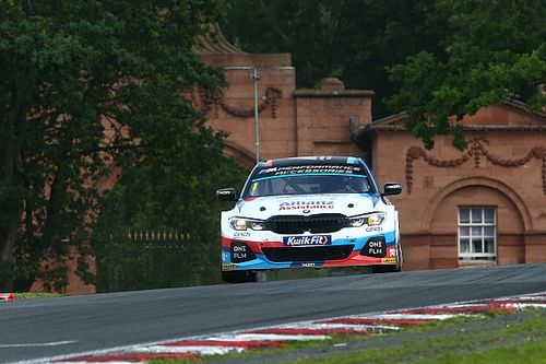 Oulton Park BTCC: Turkington extends point lead with Race 1 win