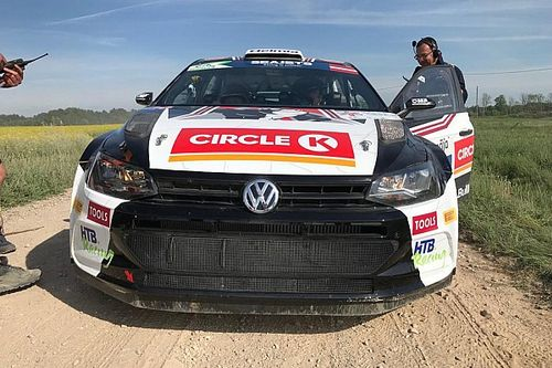 Oliver Solberg vola nella Qualifying Stage del Rally Liepāja