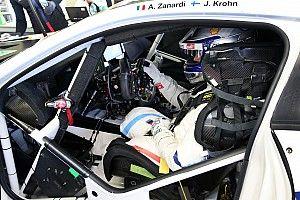 Alex Zanardi muestra los controles especiales en su BMW M8 para Daytona
