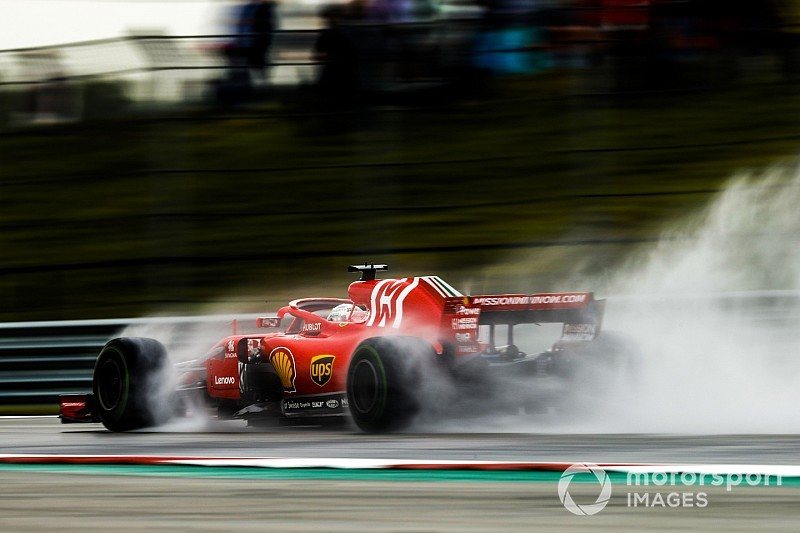 Dipenalti, Vettel protes peraturan bendera merah