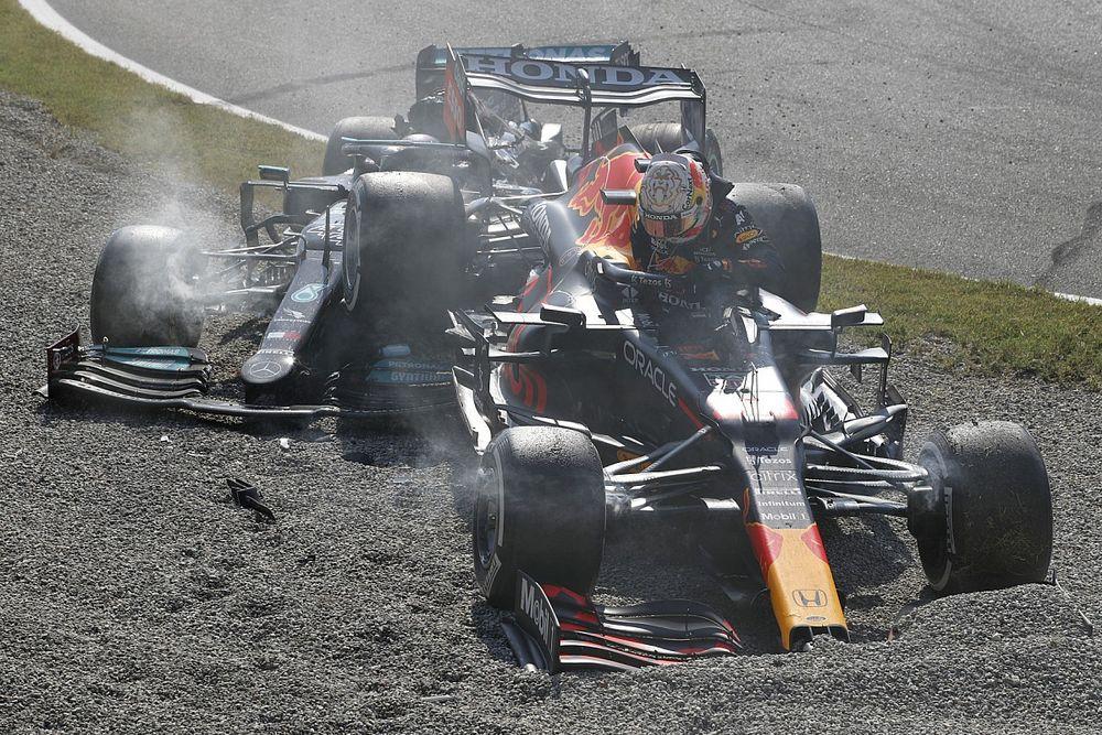 Хэмилтон и Ферстаппен столкнулись и выбыли из гонки в Монце