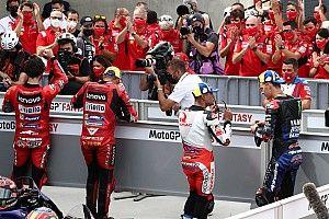 Fotos: Bagnaia tiñe Motorland de rojo con la pole 50 de Ducati en MotoGP