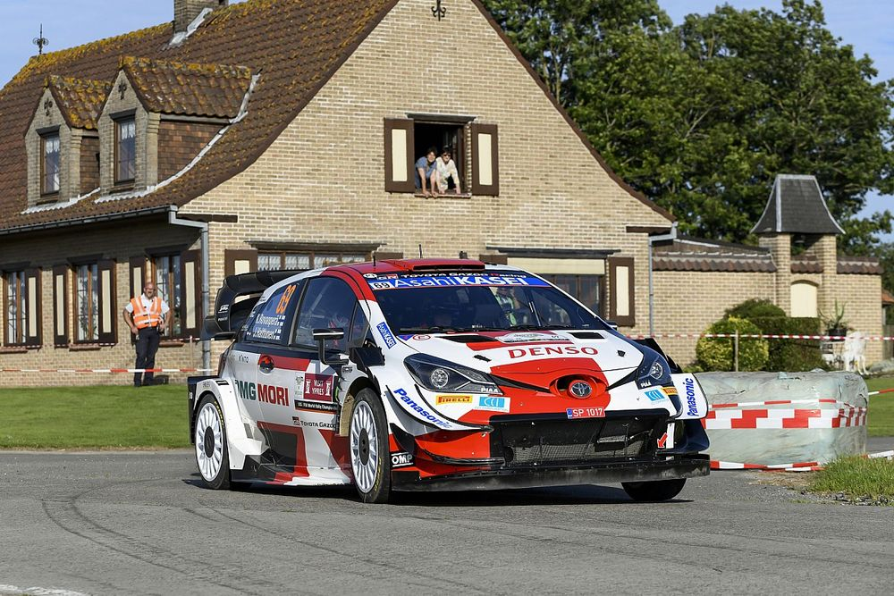 WRC, Rally Ypres, PS17: Ogier fora, Rovanpera vede il podio