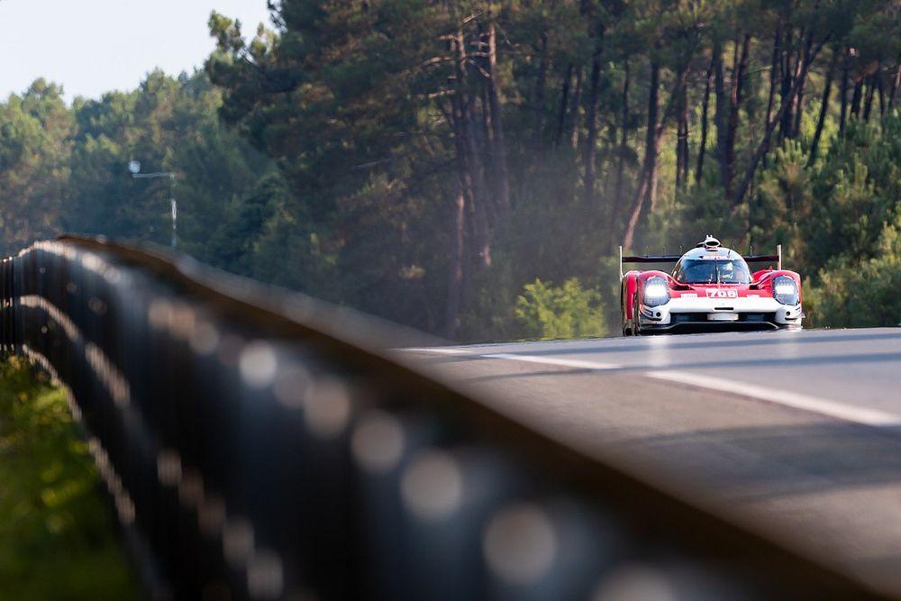 Fotos: los coches ya pisan el asfalto de Le Mans