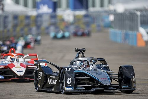 De Vries hits out at driving standards in Formula E after Berlin