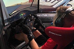 Van Buren wint felbetwiste simrace, Verstappen ontbreekt