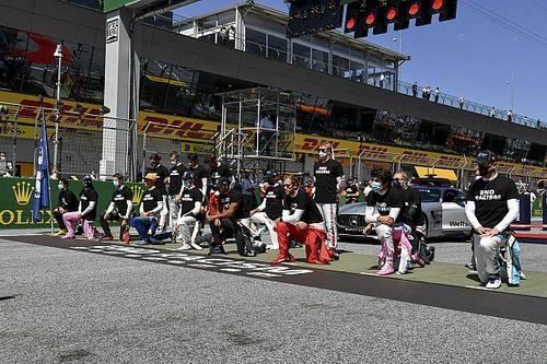 F1: Antes da corrida, 14 pilotos se ajoelham em protesto pelo fim do racismo