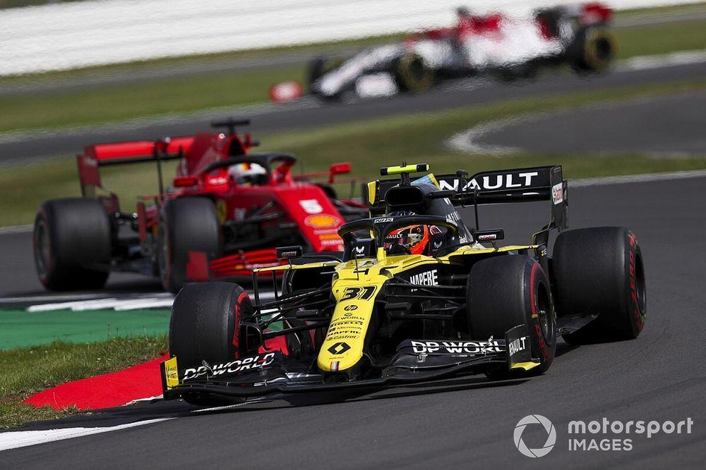 Сайнс поставил Renault в пример Ferrari
