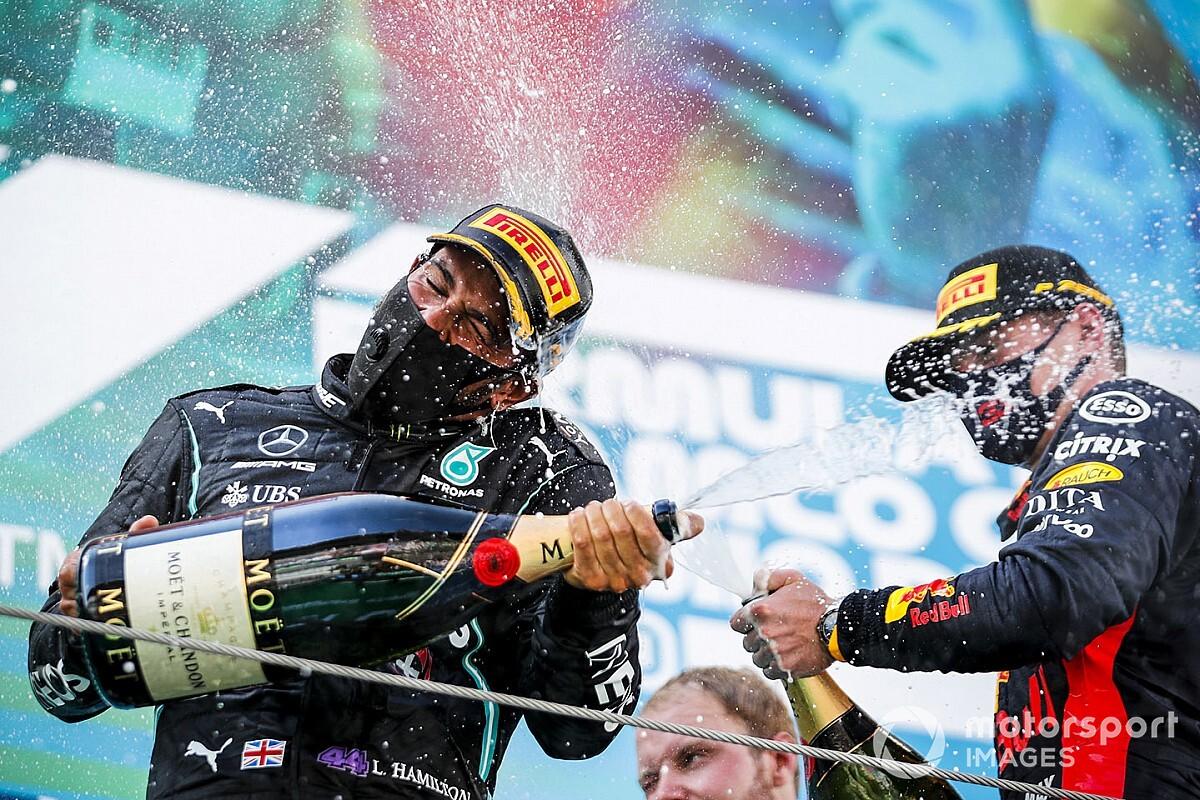 """Verstappen: """"Mercedes pilotlarının arasına girmek çok iyiydi"""""""
