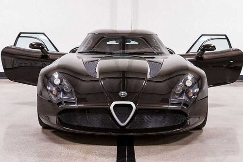 Eladó a valaha készült egyik legfurcsább Alfa Romeo, a TZ3 Stradale Zagato