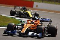 Videón, ahogy Sainz hirtelen eltűnik Ricciardo útjából a Brit Nagydíjon