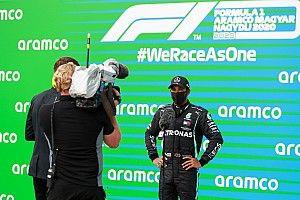 """Hamilton valoriza disputa com Bottas após histórica 90ª pole na F1: """"Ele não facilita nada para mim"""""""