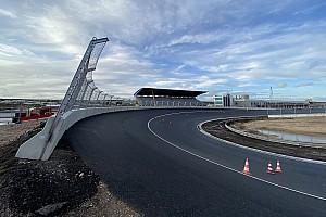 In beeld: De voltooide Hugenholtzbocht op Circuit Zandvoort