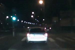 Videó: Amikor a rabló fogja meg a pandúrt... szabálytalankodáson értek egy rendőrt