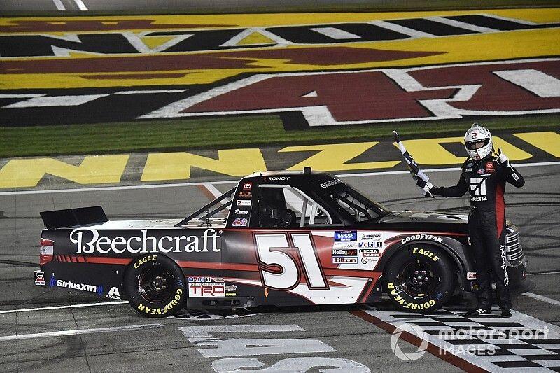 Kyle Busch dominates in Truck Series win at Las Vegas