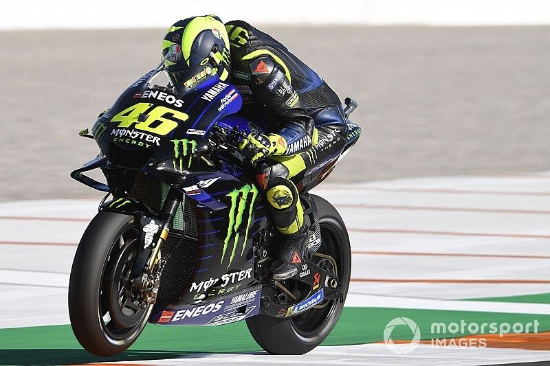 Rossi culpa al frío por sus caídas en Valencia