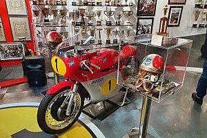 Fotogallery: nella sala dei trofei di Giacomo Agostini