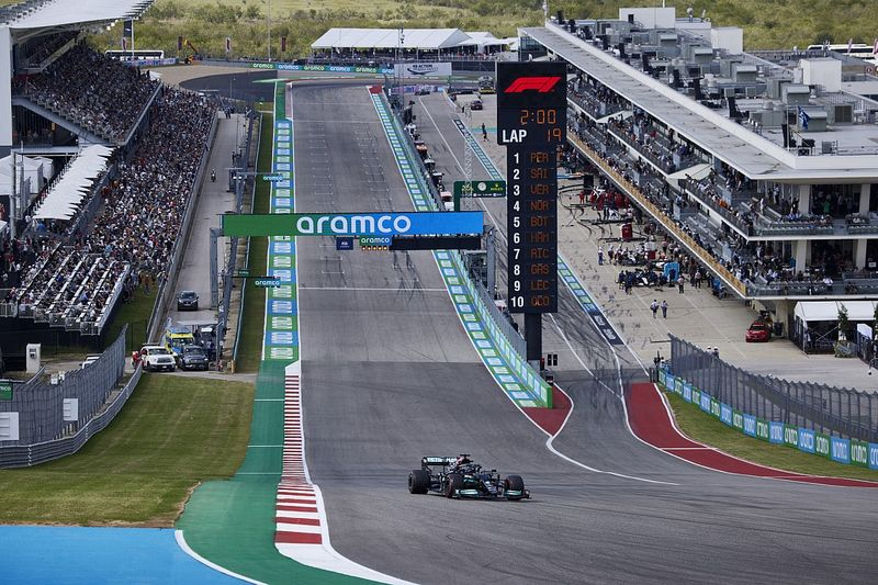 Hamilton: I hope Verstappen and I make it cleanly through Turn 1