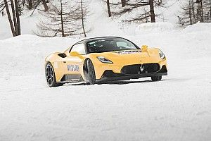 Reportage à l'usine Maserati, pour un test sur neige de la MC20