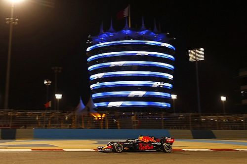 Pole para Verstappen en Bahrein; Sainz y Alonso, top 10