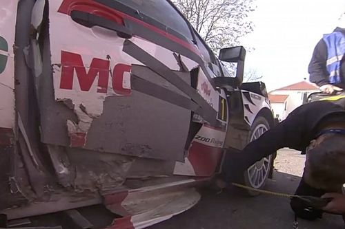 Vídeo: un accidente de tráfico condiciona a Ogier en Croacia
