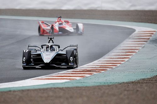 De Vries defends Formula E after chaotic Valencia finish