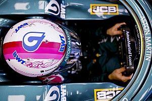 Vettel: a büszkeségem nem állt a rózsaszín sisakra váltás útjába