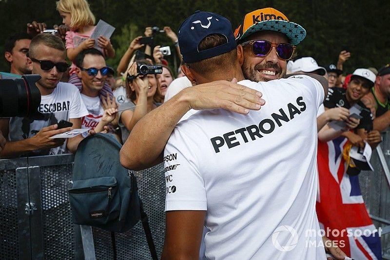 """Hamilton: """"Alonso es el mejor piloto contra el que he corrido"""""""