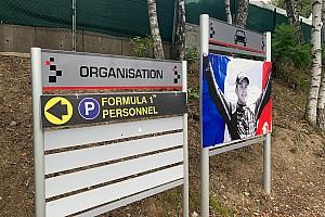 Megható: együtt a rajtrácson az F1-es, az F2-es és az F3-as stáb
