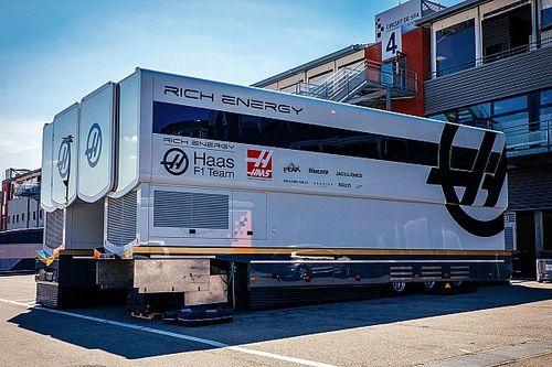 Identyczne samochody zespołu Haas