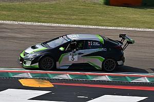 Stefano Comini au départ des courses du TCR Italie à Imola