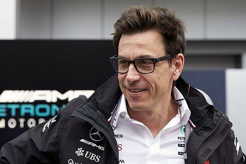 Оказывается, Вольф еще не продлил контракт с Mercedes. Все из-за акций Лауды