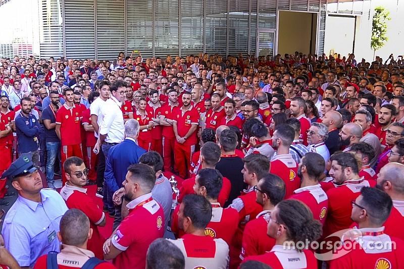 Leclerc y Ferrari celebran en Maranello