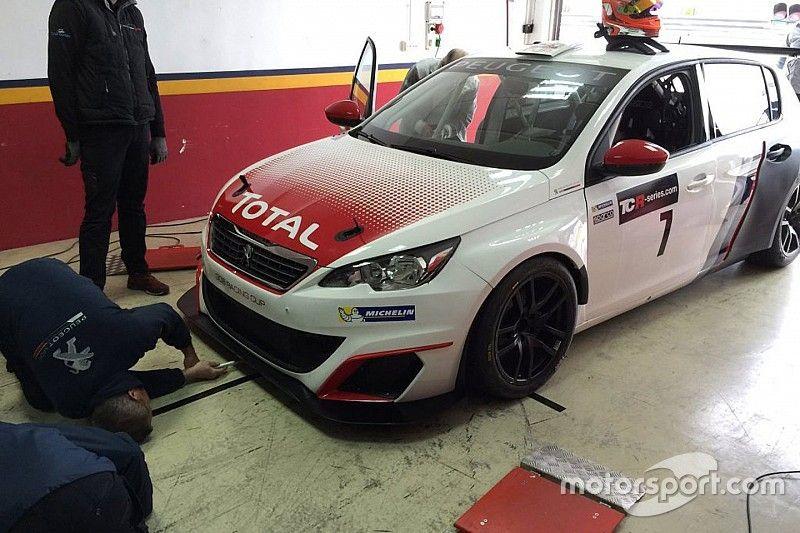 Ai test di Valencia c'è anche la Peugeot 308 Racing Cup TCR!
