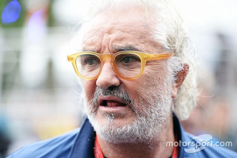 «Даже мой сын не ошибся бы так, как Ferrari». Бриаторе разнес Скудерию за провал с Леклером