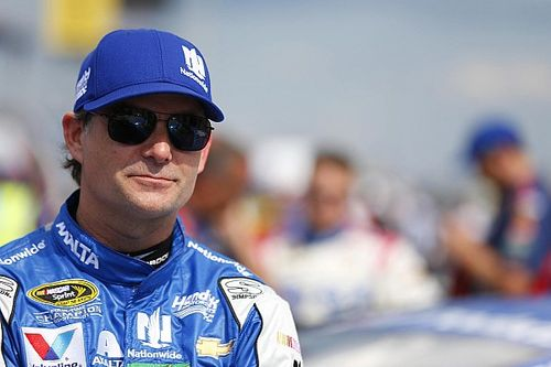 "Jeff Gordon has ""no clue"" why seatbelt came loose during Cup race"