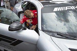 Videón, ahogy Vettel a rajtnál kiüti Bottast a Ferrarival Franciaországban
