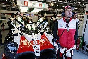 Alonso toma la pole position tras descalificación