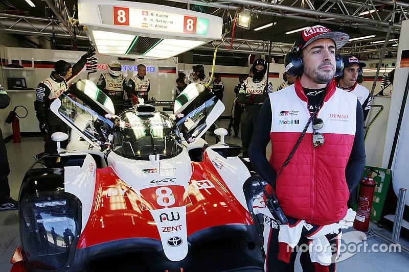 BRÉKING: Kizárták a másik Toyotát, így Alonso gépe a pole-ból indul szombaton