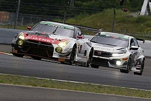 富士24時間スタート8時間経過、99号車GT-R逆転トップへ