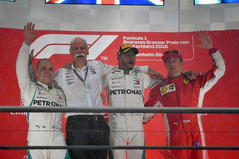 Hamilton gana en una loca carrera en Alemania