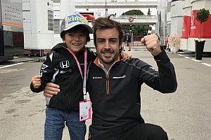 Alonso e F1 levam criança ao paddock após celebração no Q3