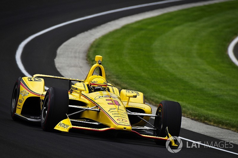 Indy 500: Castroneves tops final practice before qualifying