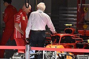 Уайтинг пришел в боксы Ferrari с фотоаппаратом. Что его привлекло?