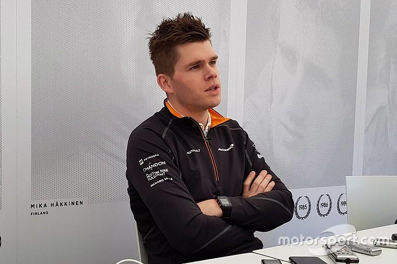 """Van Buren bezoekt F1-test: """"Inzicht krijgen in hoe het team werkt"""""""