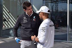 Hamilton está más cerca de la renovación con Mercedes que Bottas