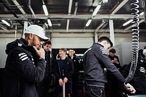 Formel 1 News Lewis Hamilton: Fangios Marke von fünf WM-Titeln