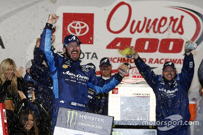 Martin Truex Jr. ends short-track drought with Richmond win