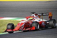 Пиастри выиграл чемпионат Формулы 3 благодаря ошибке соперника