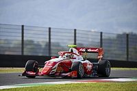 Перед последней гонкой в сезоне Формулы 3 лидеры чемпионата сравнялись по очкам
